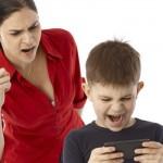 Sorumsuz Çocuklar Aşırı Koruyucu Annelere Karşı